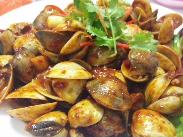 หอยตลับผัดพริก รสจัดจ้าน ที่ ร้านอาหาร Famous Singapore Seafood Restaurant