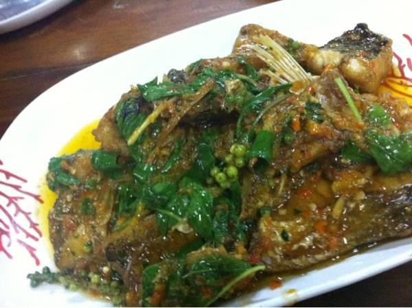 ปลาผัดฉ่า แซบหลาย ที่ ร้านอาหาร สังเวียน ซีฟู๊ด