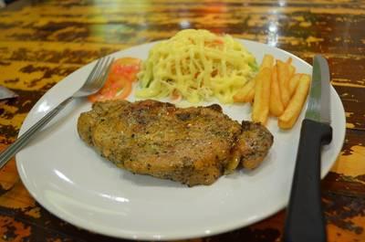 เสต็กหมูพริกไทยดำ ที่ ร้านอาหาร โชคดี เสต็ก