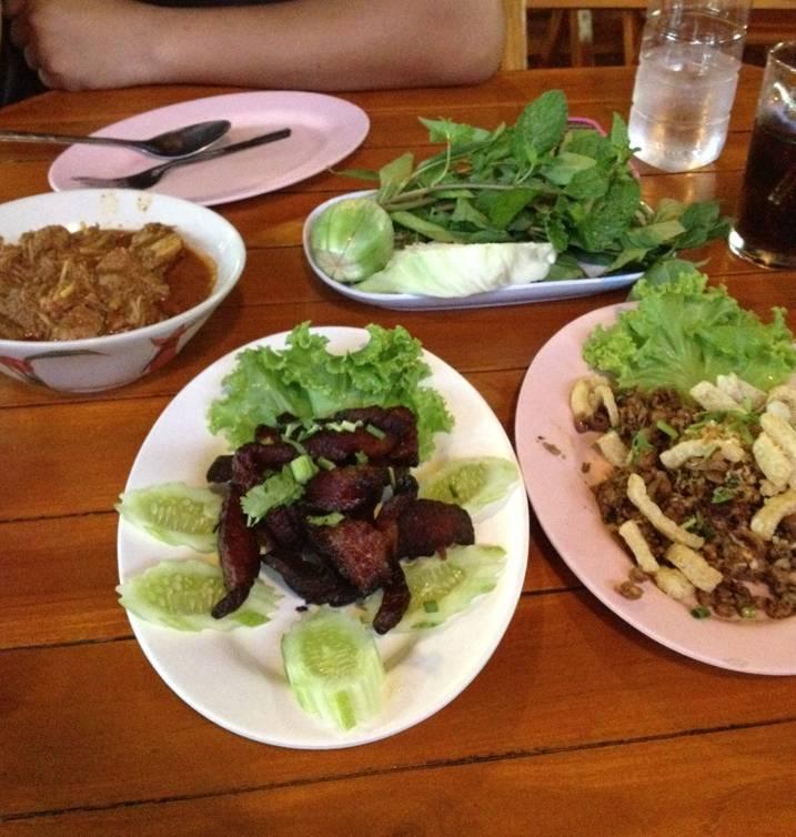 อาหารเหนือแท้ๆไม่แอ๊บ กทม. ที่ ร้านอาหาร หนานกุ ร้านอาหารเหนือ