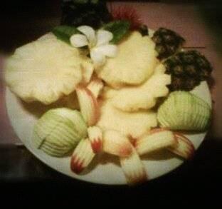 ผลไม้รวม...จานใหญ่ ที่ ร้านอาหาร ต้นคูน โพนยางคำ ชลบุรี