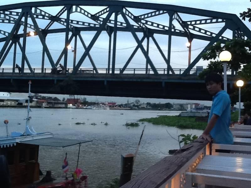 บรรยากาศสะพานนนทบุรี(นวลฉวี) ที่ ร้านอาหาร ครัวอร่อยจัง