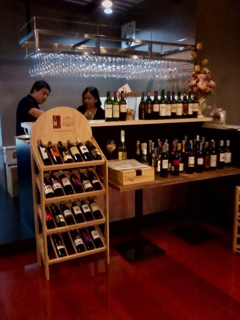 ไวน์เพียบเลย ที่ ร้านอาหาร Wine Garden Bistro & Bar