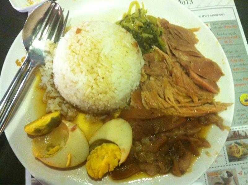 ข้าวขาหมู+ไข่ต้ม  ที่ ร้านอาหาร Food Republic Central Rama 9
