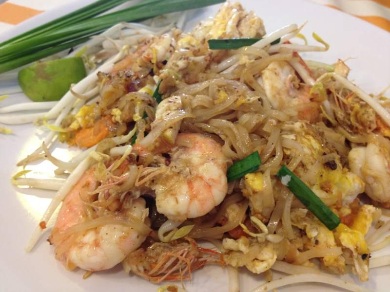 ผัดไทเจ๊รวย ที่ ร้านอาหาร ผัดไทยเจ๊รวย สาขา 2 ตรงข้ามตลาดบางปะกอก