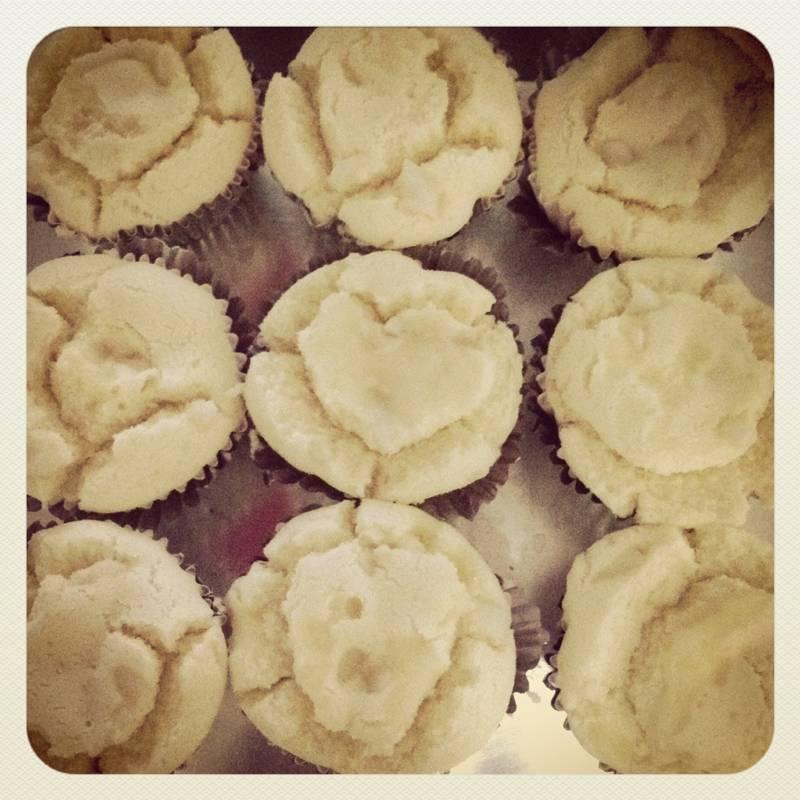 ขนมปุยฝ้ายน้มะพร้าวอ่อน ใช้ได้ในทุกเทศกาล นุ่มจนละลายในปากเลยค่ะ ที่ ร้านอาหาร Dinfinity_cake