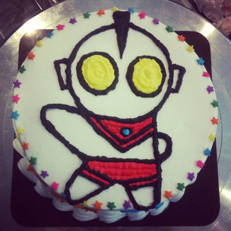 เค้กอุลตร้าแมน!!! ที่ ร้านอาหาร ณ ฝนเบเกอรี่
