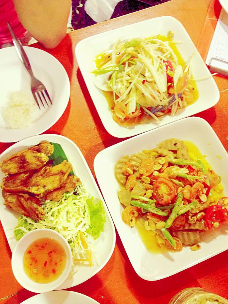 ไก่ทอด + ตำข้าวโพด +ตำไฮโซ ที่ ร้านอาหาร ตำ ตำ อินเตอร์ ยูเนี่ยนมอล์