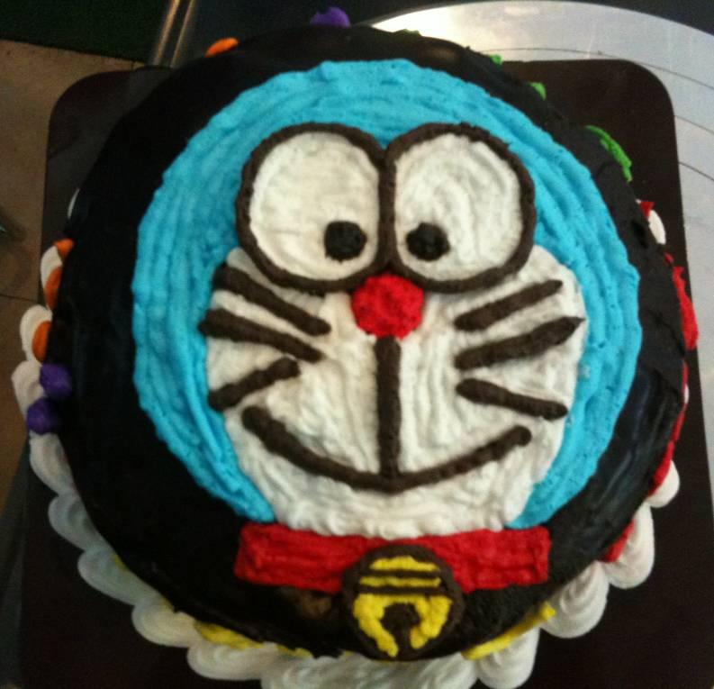 เค้กโดเรม่อน!!! ที่ ร้านอาหาร ณ ฝนเบเกอรี่
