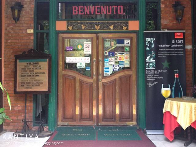 การตกแต่งหน้าร้าน ที่ ร้านอาหาร Paesano