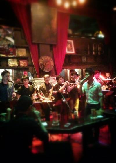 JRP Little bigband ที่ ร้านอาหาร Saxophone Pub & Restaurant