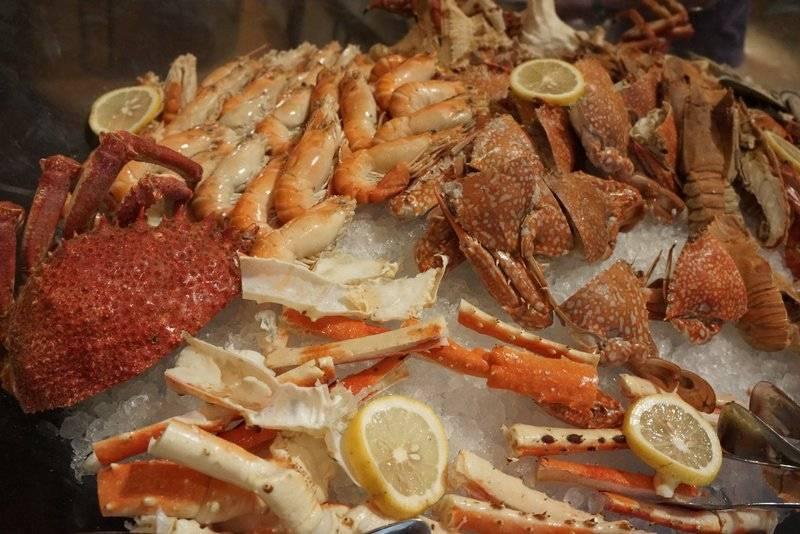 โซน Seafood เย็น : ขาปูอลาสก้า ปู หอย กุ้ง กั้ง ที่ ร้านอาหาร Orchid Cafe Sheraton Grande Sukhumvit Hotel