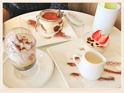 Banoffee , Tiramisu , Milk Pudding ที่ ร้านอาหาร Purr Cat Cafe Club