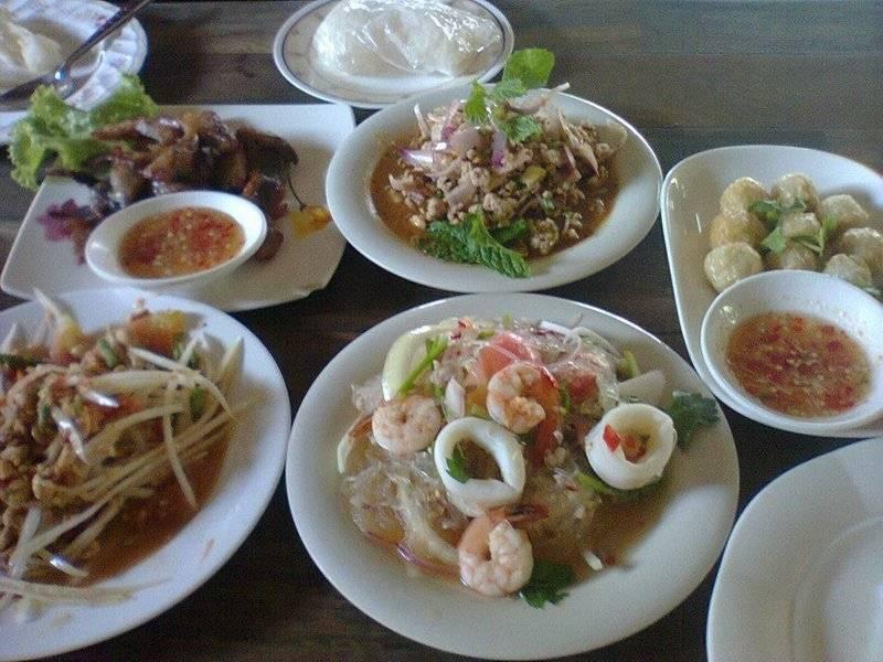 ยกนิ้วโป้งให้เลยจ้า ที่ ร้านอาหาร ตำไทย ไก่ทอด