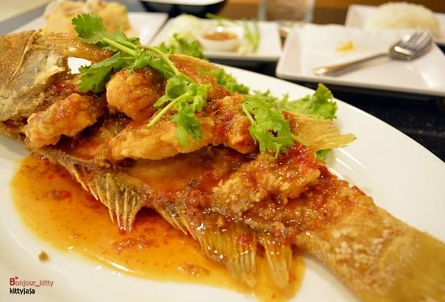 ปลาเก๋าสามรส ที่ ร้านอาหาร เกียง้วน มหาชัยซีฟู๊ด เซ็นทรัล พระราม 9