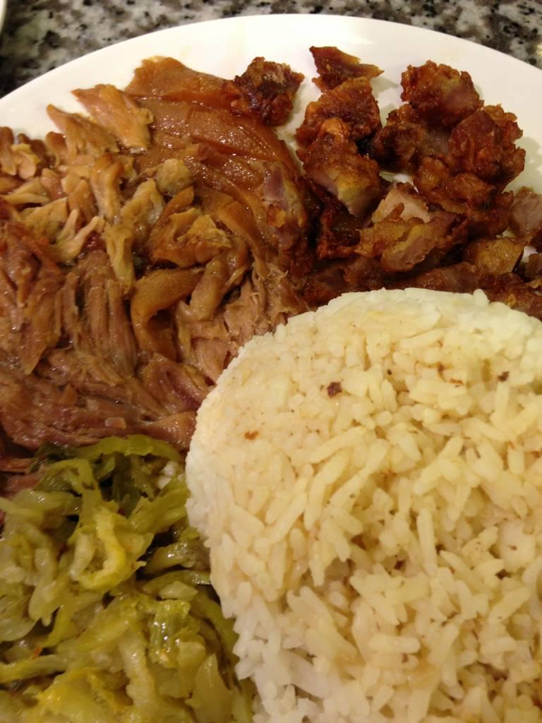 ข้าวขาหมู+หมูกรอบ ที่ ร้านอาหาร Food Republic Central Rama 9