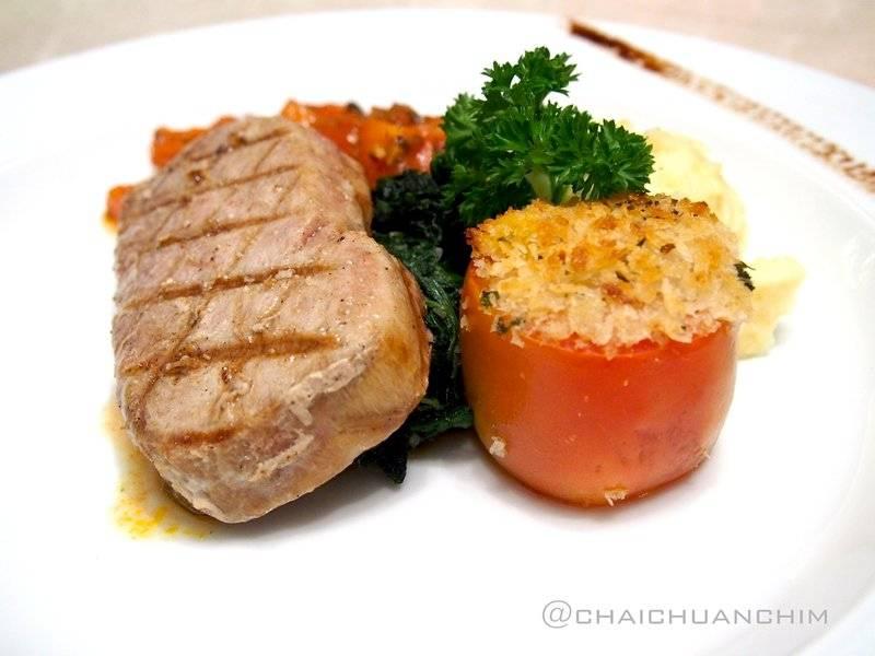 Tuna Steak ที่ ร้านอาหาร BarItalia by gie gie ซีดีซี