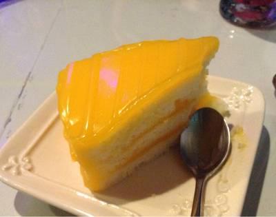 เค้กส้ม ที่ ร้านอาหาร Hippies Cake ชลบุรี