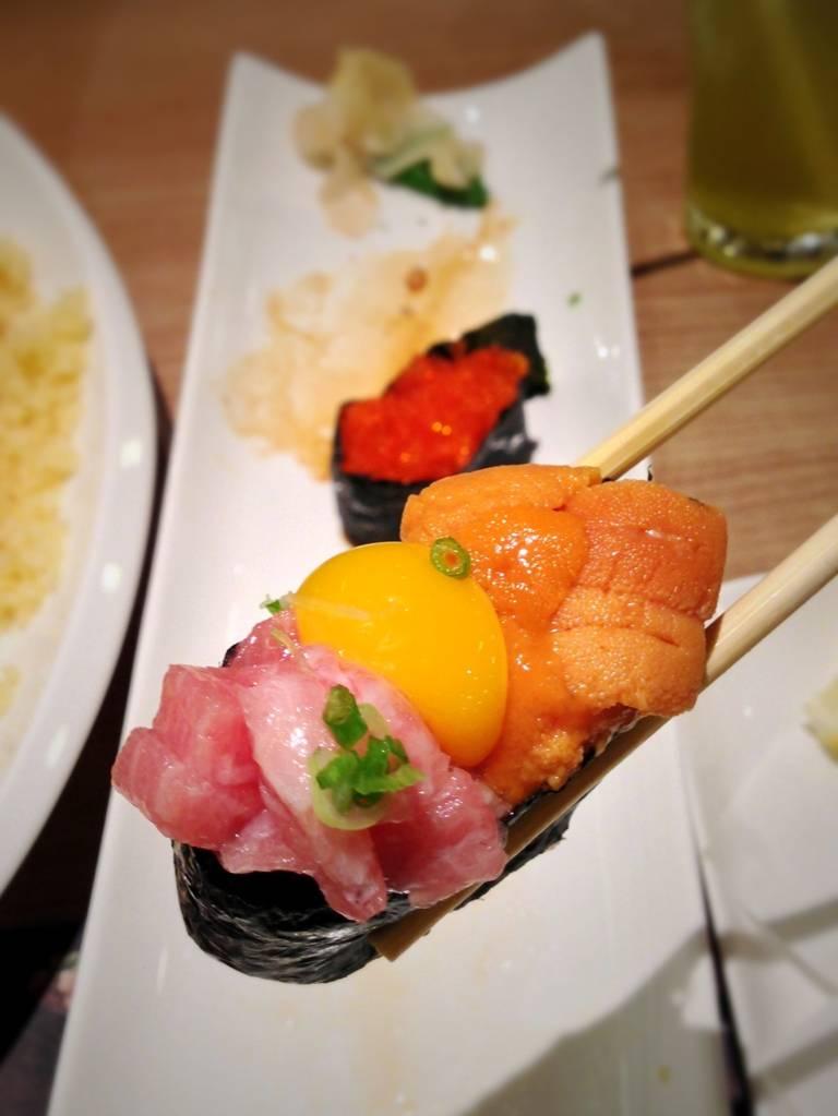 นอนหลับฝันดีนะครับทุกๆ ท่าน ^_^ อ้าาาาาาม ที่ ร้านอาหาร Honmono Sushi สยามพารากอน