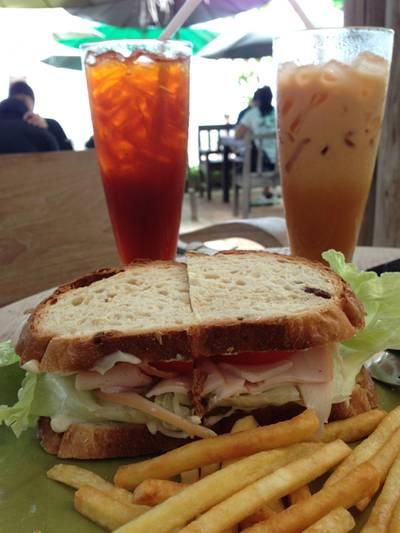 Chicken Sanwich+Lemon Tea+Thai Tea ที่ ร้านอาหาร บ้านใกล้วัง