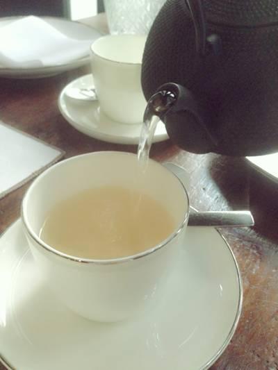 ชาไฮบิสคัส-ตะไคร้ กลิ่นหอมขจรขจาย #กินบ่าย อัพดึก ที่ ร้านอาหาร Cafe Cha โรงแรม เดอะ สยาม