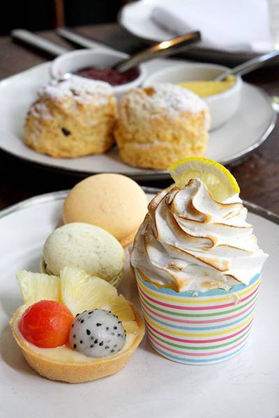 มีทาร์ตผลไม้ด้วยนะ ที่ ร้านอาหาร Cafe Cha โรงแรม เดอะ สยาม