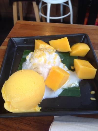 ข้าวเหนียวมะม่วง อร่อยมาก ^^ ที่ ร้านอาหาร Mango Tango สยามสแควร์