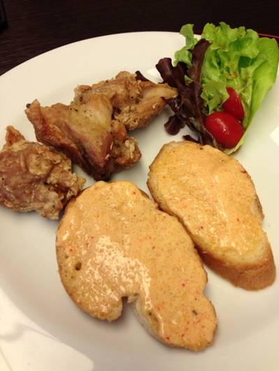 ไก่ทอด ขนมปังหน้าไข่ปลา สลัดผัก ที่ ร้านอาหาร Yumemiya อิเซตัน