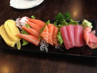 ซาสึมิ เซ็ตกลาง ไม่อิ่มกันซักที ที่ ร้านอาหาร Sushi House สาขา 1