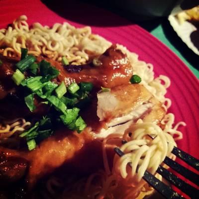 มาม่าสเต็กน่องไก่  ที่ ร้านอาหาร สวนลุงเจิม