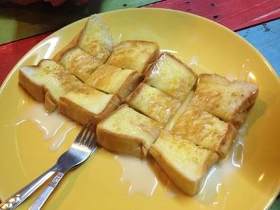 ขนมปังปิ้งหน้าเนยนม ที่ ร้านอาหาร ชาชัก wow