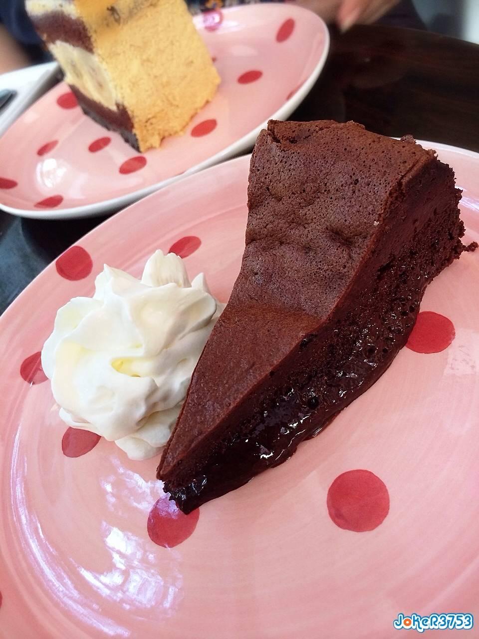 French Chocolate Cake ถ้าได้ทานมีฟิน ที่ ร้านอาหาร Cherubin Chocolate Bakery