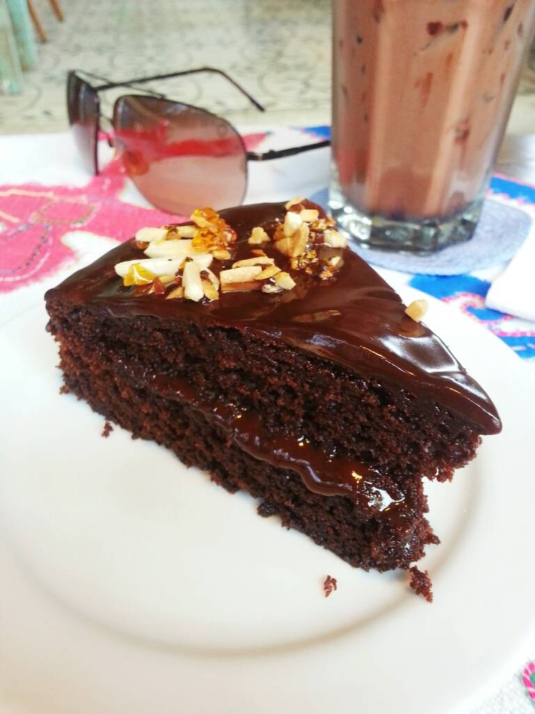 Truly Deeply Chocolate Cake ที่ ร้านอาหาร A Cup of Trees