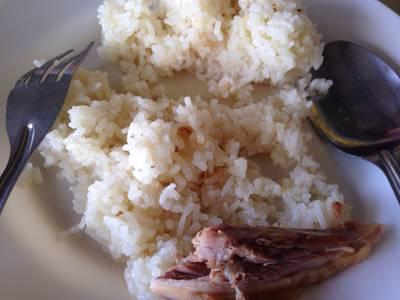 ข้าวออกแฉะเล็กน้อยโดยส่วนตัวชอบค่ะ ที่ ร้านอาหาร ไก่หุบบอนบ้านบึง