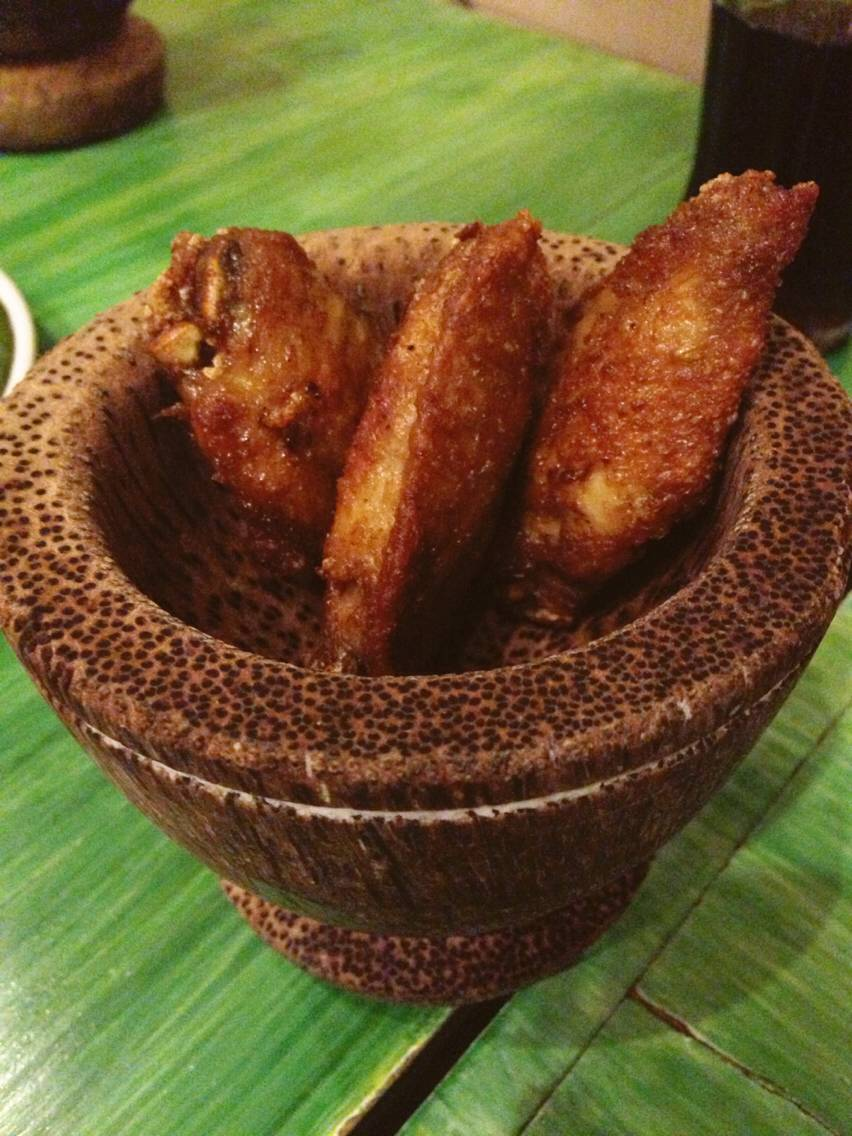 ปีกไก่ทอดน้ำปลา ที่ ร้านอาหาร คำพูน เซ็นทรัล ปิ่นเกล้า