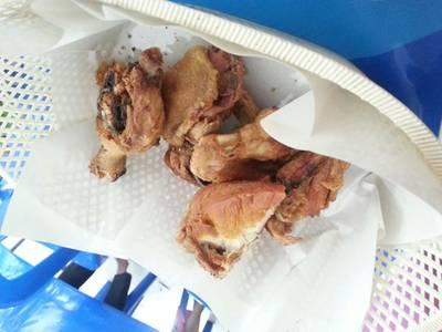 ไก่ทอดจ้า ที่ ร้านอาหาร ไก่ทอด 8 กระทะ