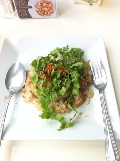 ก๋วยเตี๋ยวคั่วไก่ ที่ ร้านอาหาร Spa Foods Restaurant Rama 9