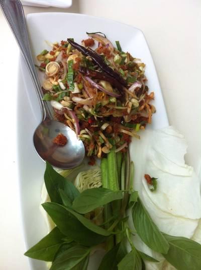 ยำแหนมสมุนไพร ที่ ร้านอาหาร Spa Foods Restaurant Rama 9