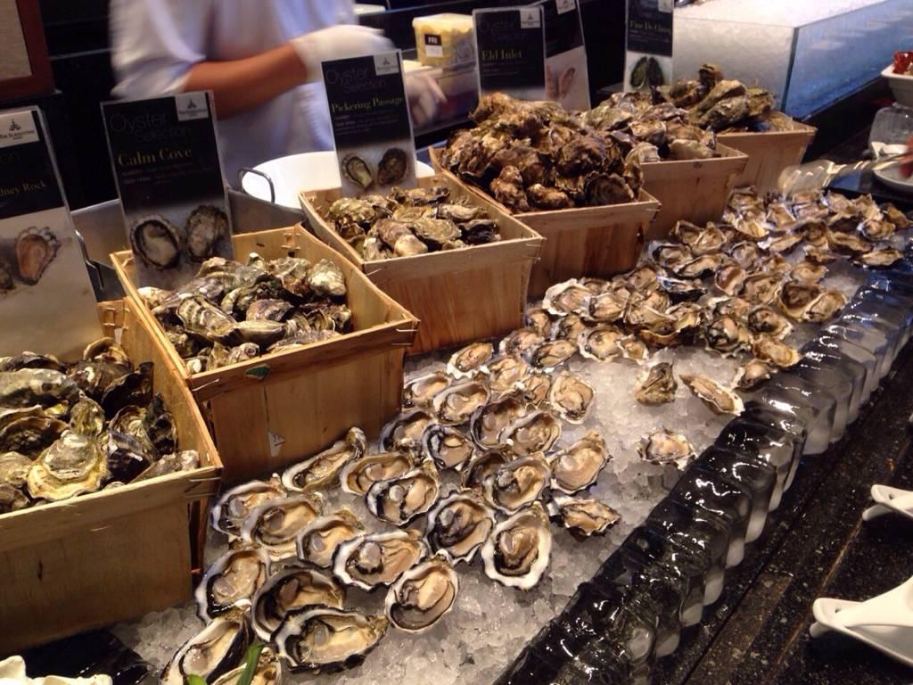 Fresh Oyster ที่ ร้านอาหาร Colonnade โรงแรมสุโขทัย