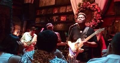 The Band ที่ ร้านอาหาร Saxophone Pub & Restaurant