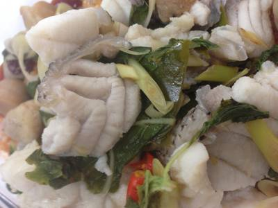 เนื้อปลาเยอะดีครับ ที่ ร้านอาหาร บะหมี่เกี๊ยว