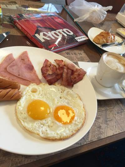 American breakfast ที่ ร้านอาหาร A Journey Cafe
