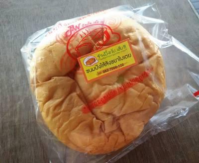 ขนมปังไส้สังขยาใบเตย 20.- ที่ ร้านอาหาร ปังเว้ยเฮ้ย ศาลายา