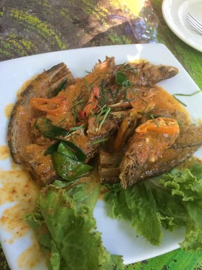 ฉู่ฉี่ปลาเนื้ออ่อน ที่ ร้านอาหาร ครัวธรรมชาติ กาญจนบุรี