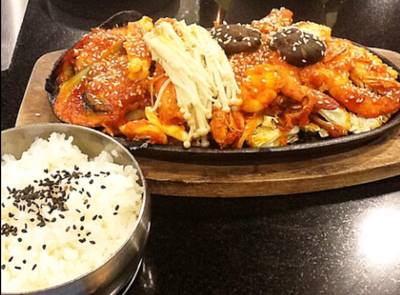 ชุดข้าวทะเลจานร้อน ที่ ร้านอาหาร KimJu Korean Royal Cuisine เกษตร-นวมินทร์