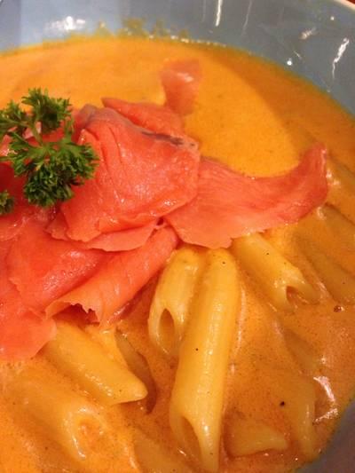 pasta pink salmon ที่ ร้านอาหาร Bella Casa