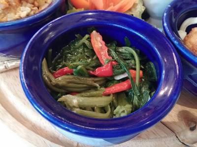 ผัดผักบุ้ง ที่ ร้านอาหาร Blue Elephant