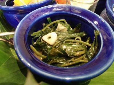 ผัดผักบุ้งกระเทียมโทน ที่ ร้านอาหาร Blue Elephant