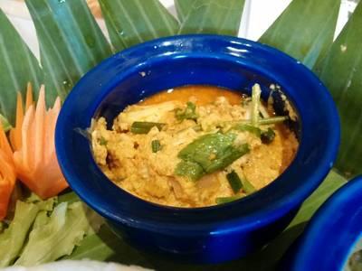 ปูผัดผงกะหรี่น้ำพริกเผา ที่ ร้านอาหาร Blue Elephant