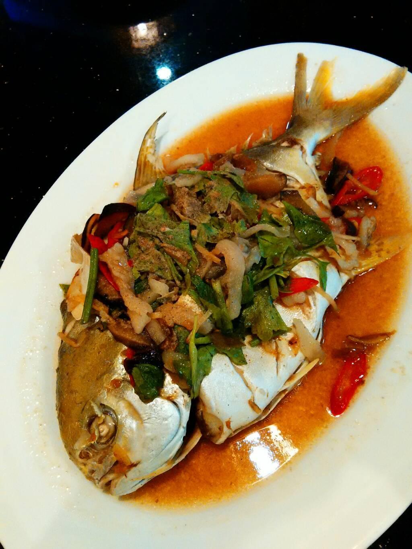 ปลาจาระเม็ดสีทองนึ่ง ที่ ร้านอาหาร เกียง้วน มหาชัยซีฟู๊ด เซ็นทรัล พระราม 9